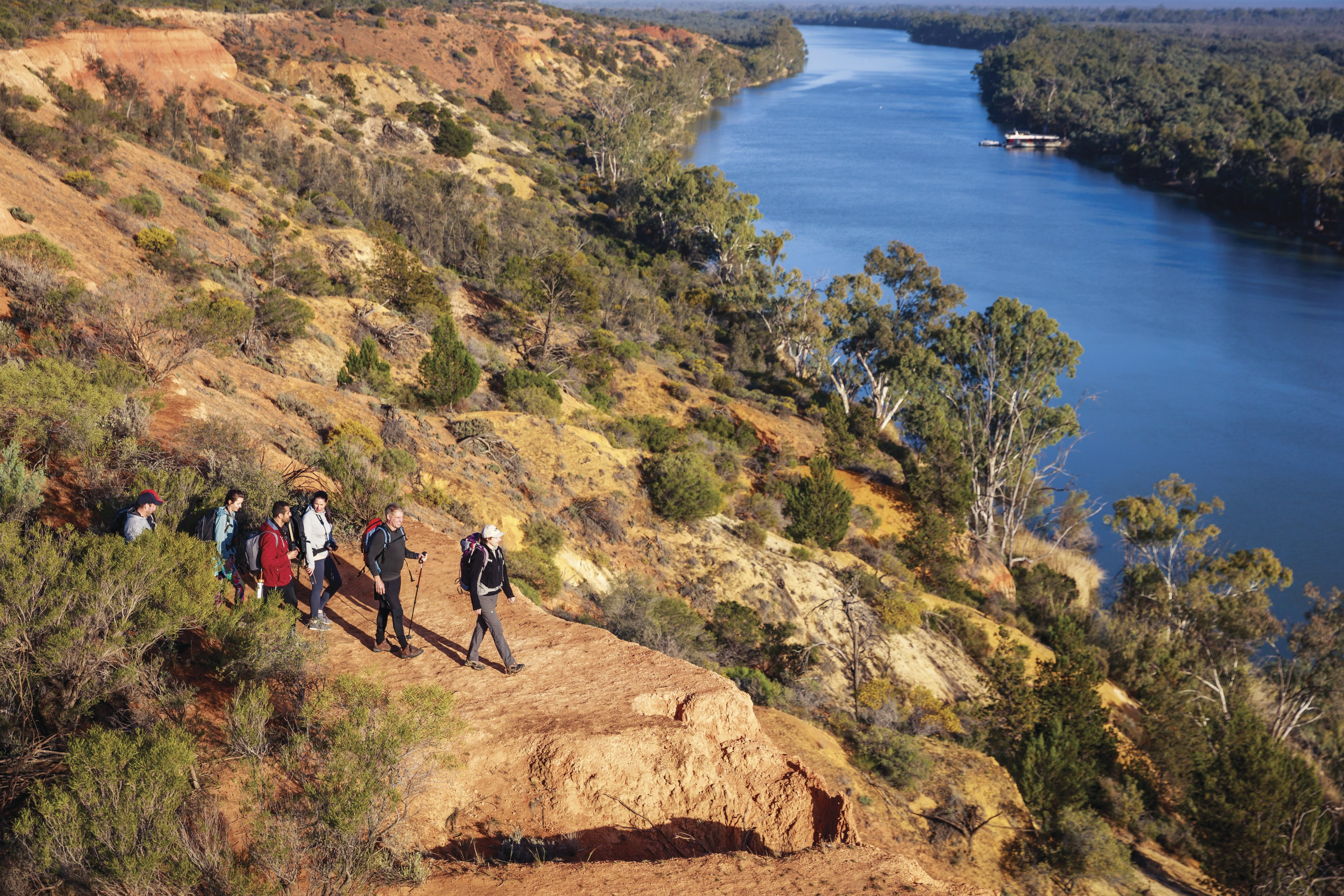 Hiking along the cliffs on the Murray River Walk